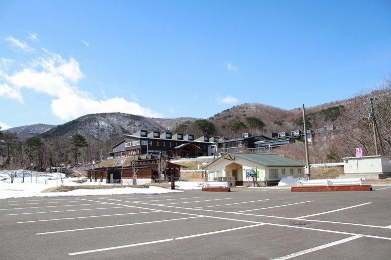 泉ヶ岳 大駐車場 オーエンス泉岳自然ふれあい館
