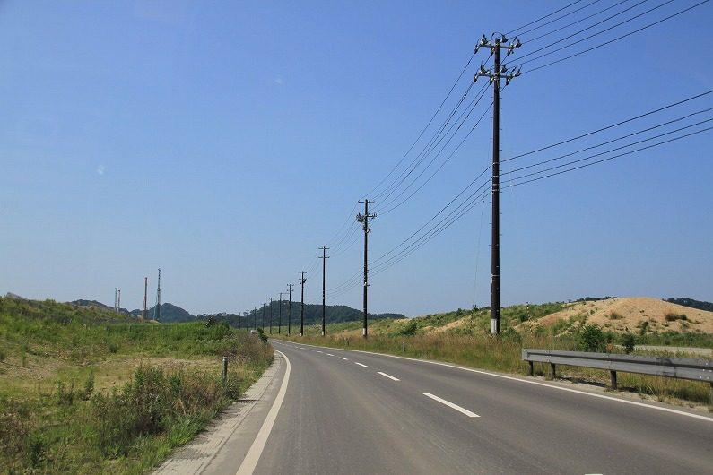東松島市の野蒜海岸沿いの道路